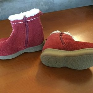 Baby Gap red suade baby snow boots